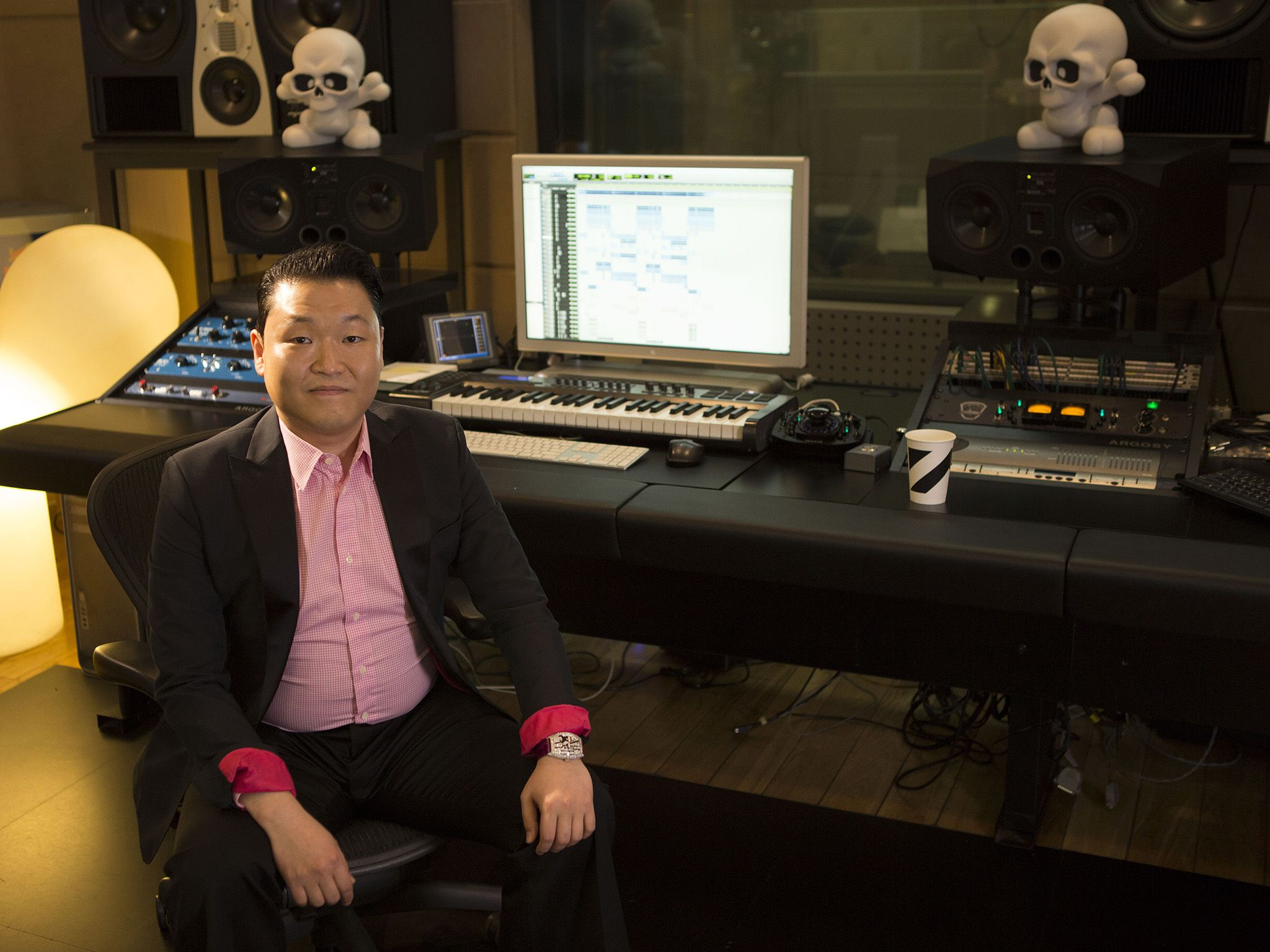Seoul, South Korea: South Korean Pop Star Psy in a recording studio. This image is from YouTube... [Photo of the day - سپتامبر 2015]