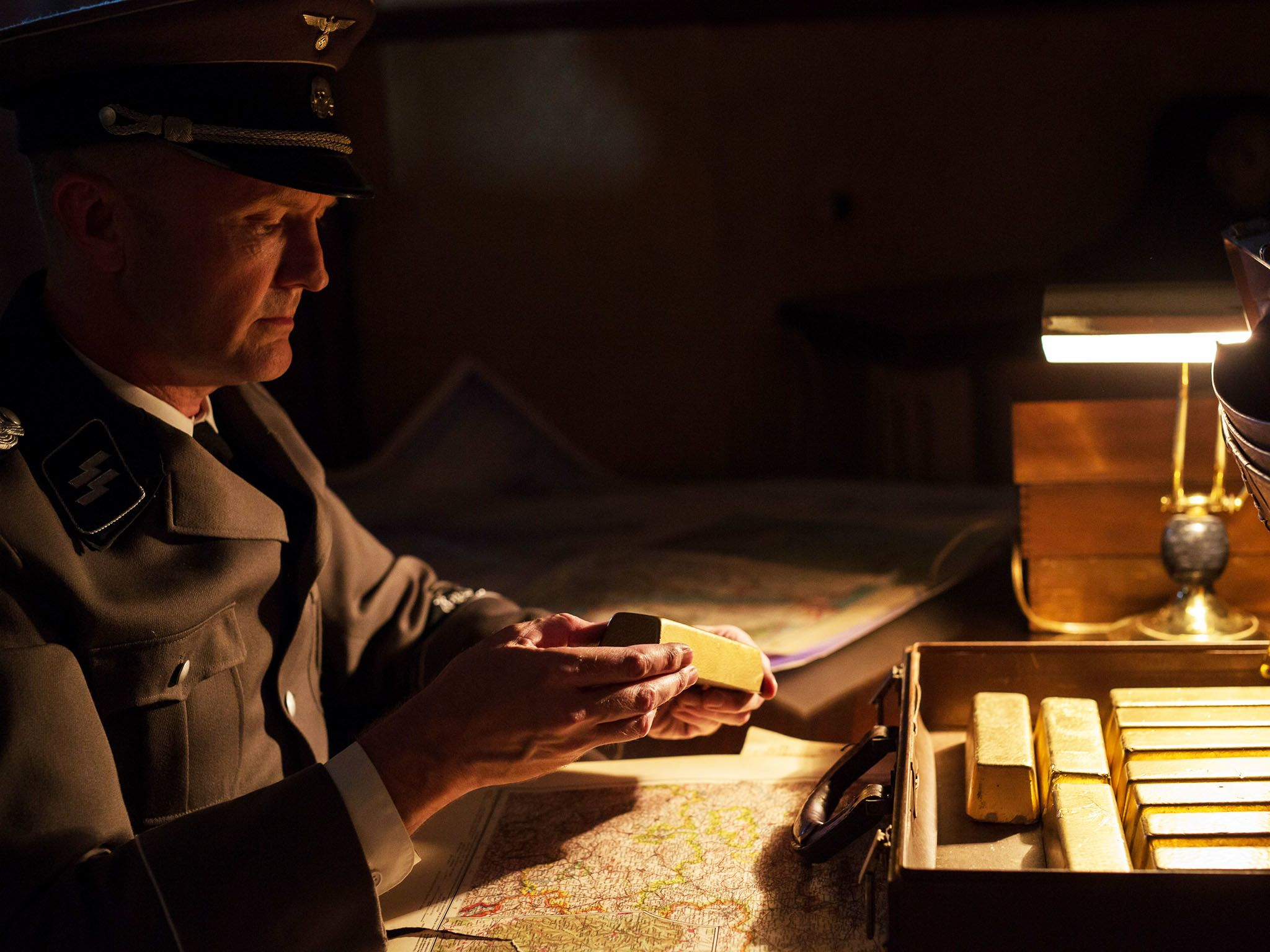 Re-enactment: Eichmann (played by M.E. Lewis)looks at the gold bars given to him by the Munk... [Photo of the day - سپتامبر 2015]
