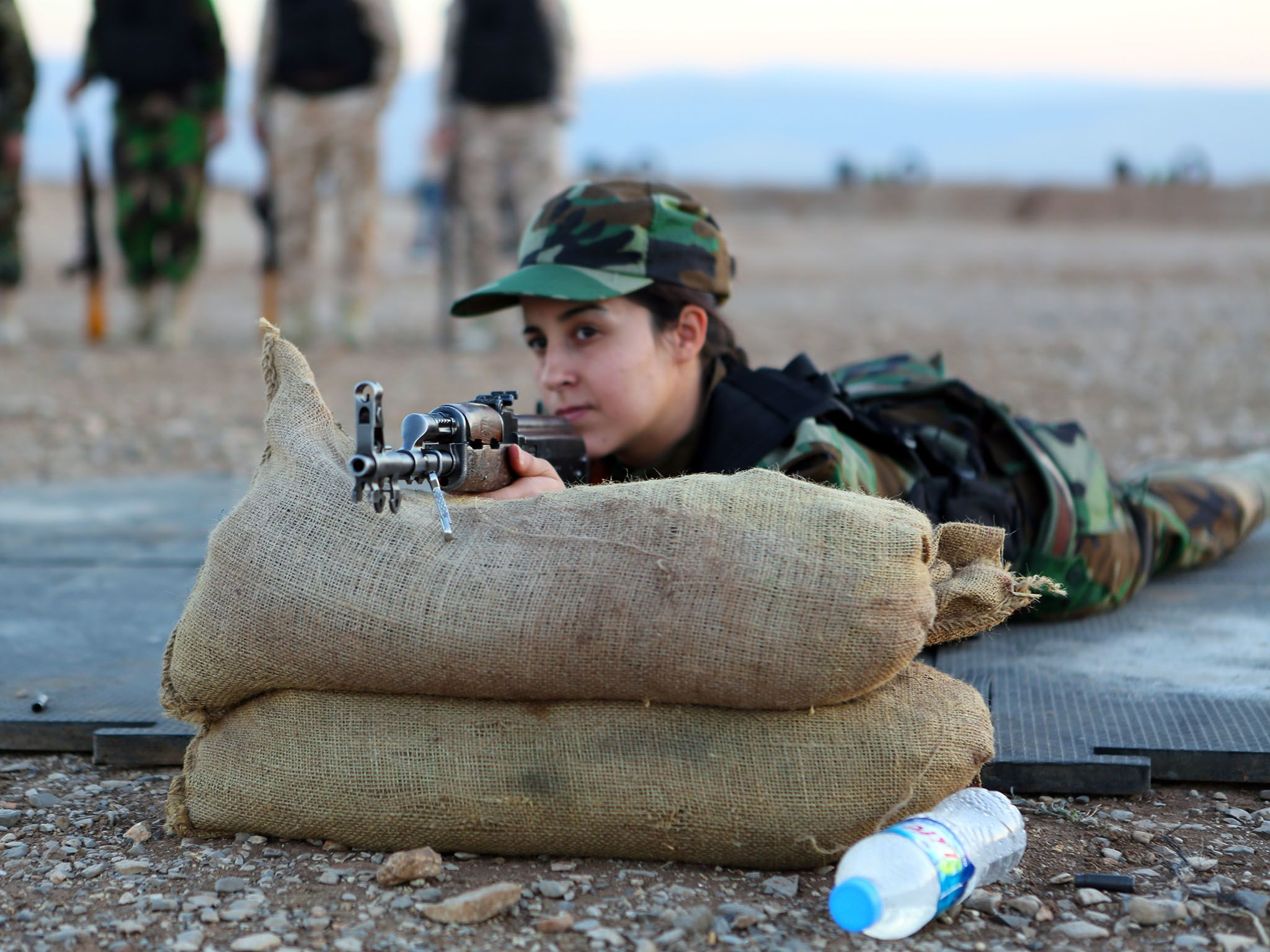 Sulamaniyah, Iraqi Kurdistan: In the Kurdish city of Sulamaniyah, a group of female fighters... [Photo of the day - 三月 2016]