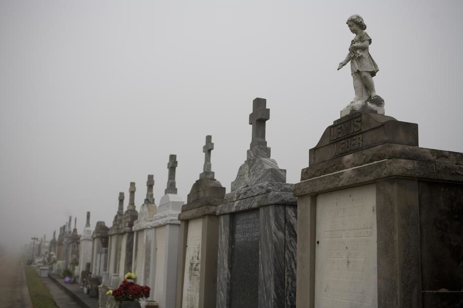 Een kerkhof in New Orleans met bovengrondse graven.  [Photo of the day - juni 2011]