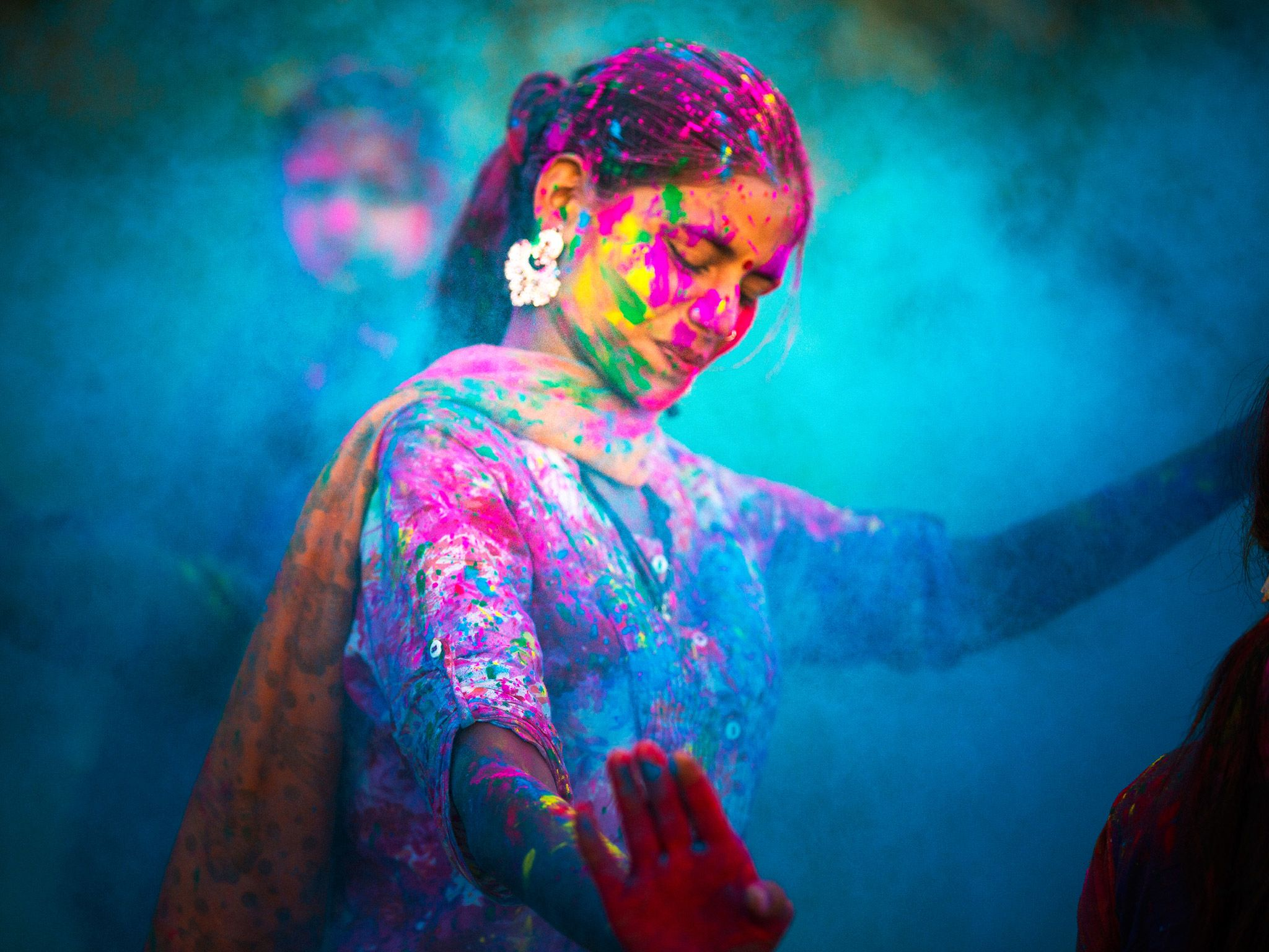 A woman celebrating during the Holi Festival in India. This image is from The Story of God with... [Photo of the day - 四月 2016]