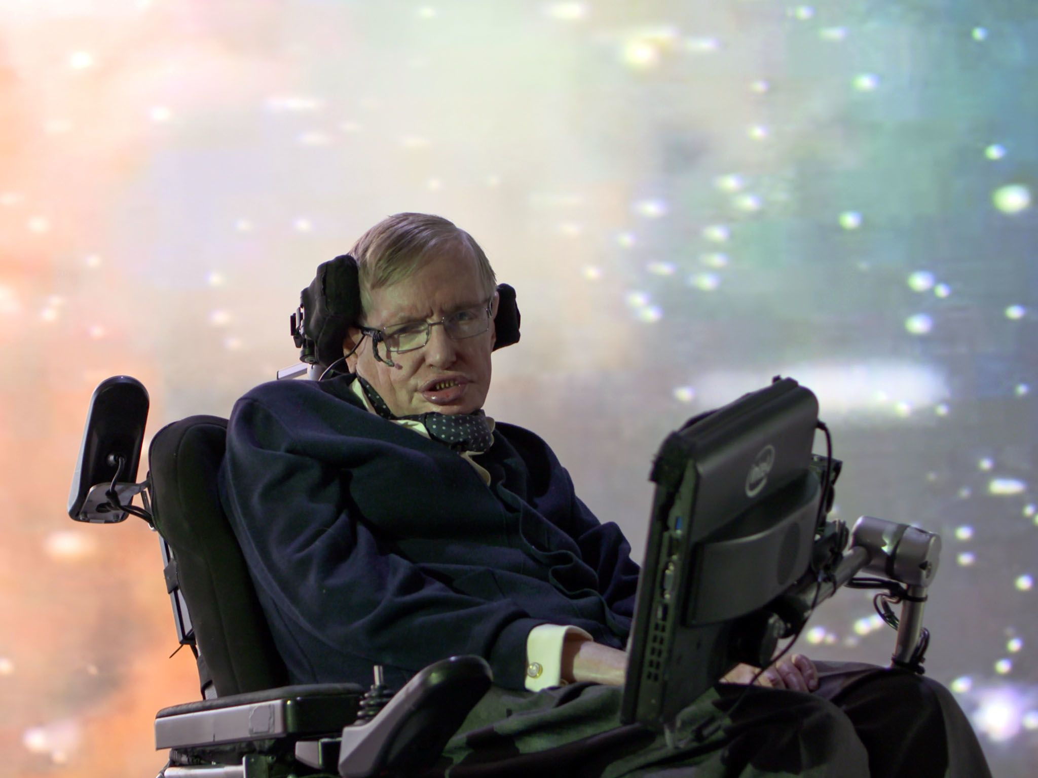 Cambridge:  Stephen Hawking in front of a galaxy projection. This image is from Genius by... [Photo of the day - می 2016]