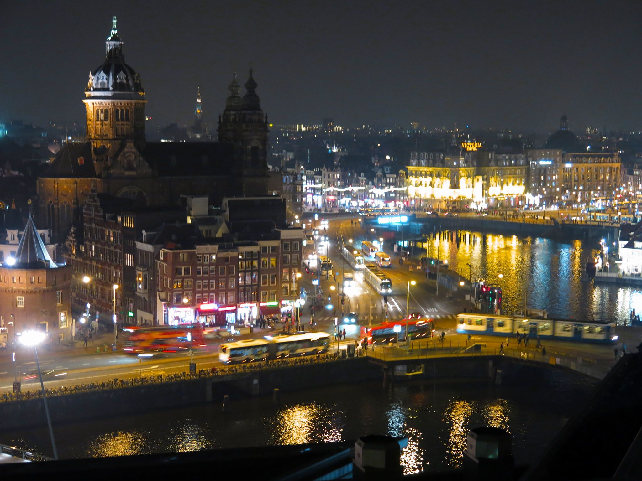 Holland, Amsterdam: Night time view across the Oosterdok from the Double Tree hotel overlooking... [Photo of the day - ژوئن 2016]
