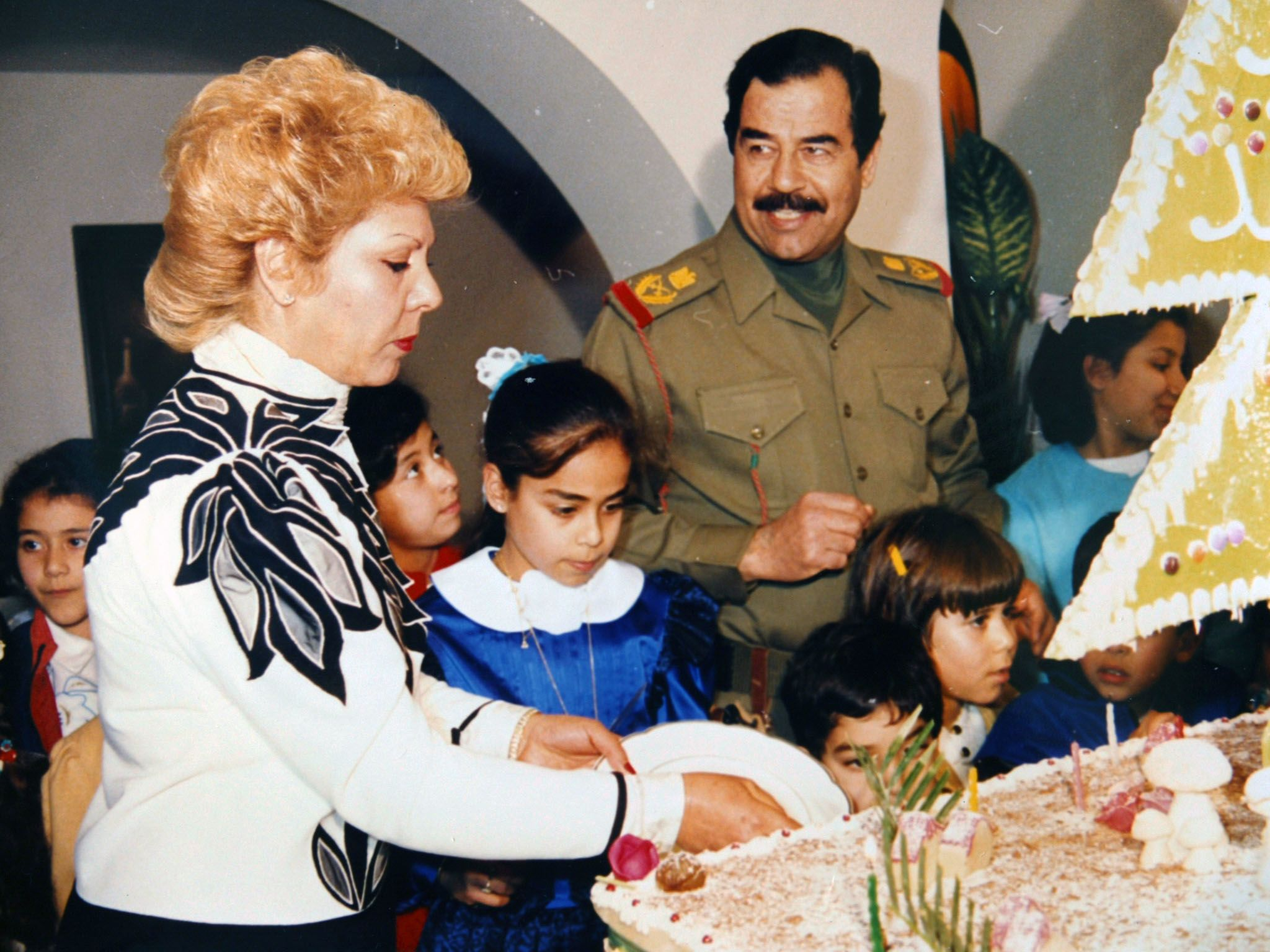 Iraq: Saddam Hussein celebrates the birthday of his daughter Hala as his first wife Sajda Kher... [Photo of the day - سپتامبر 2016]