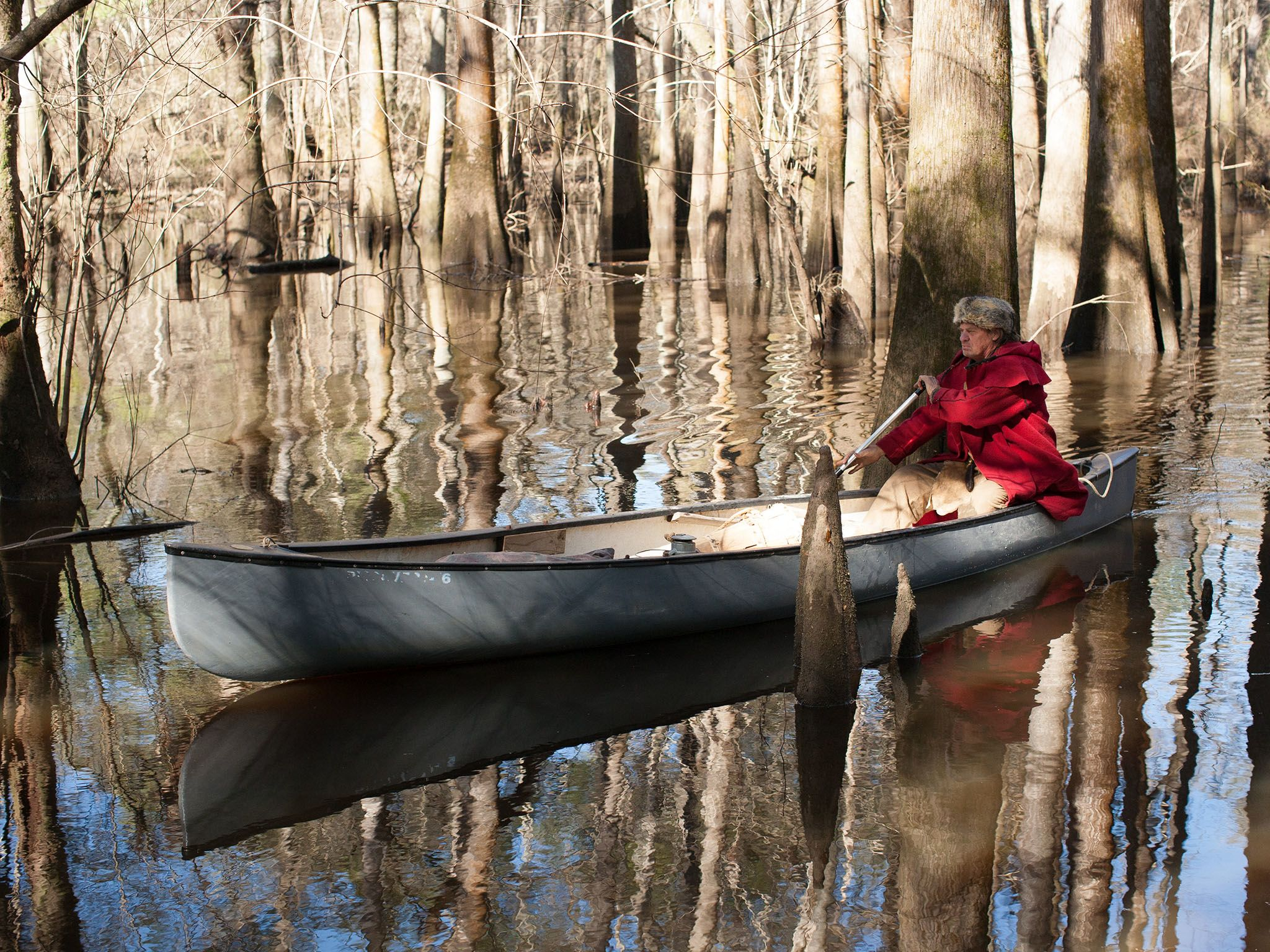 Valdosta, GA.: Colbert rowing in his canoe. This image is from Live Free Or Die. [Photo of the day - 十月 2016]