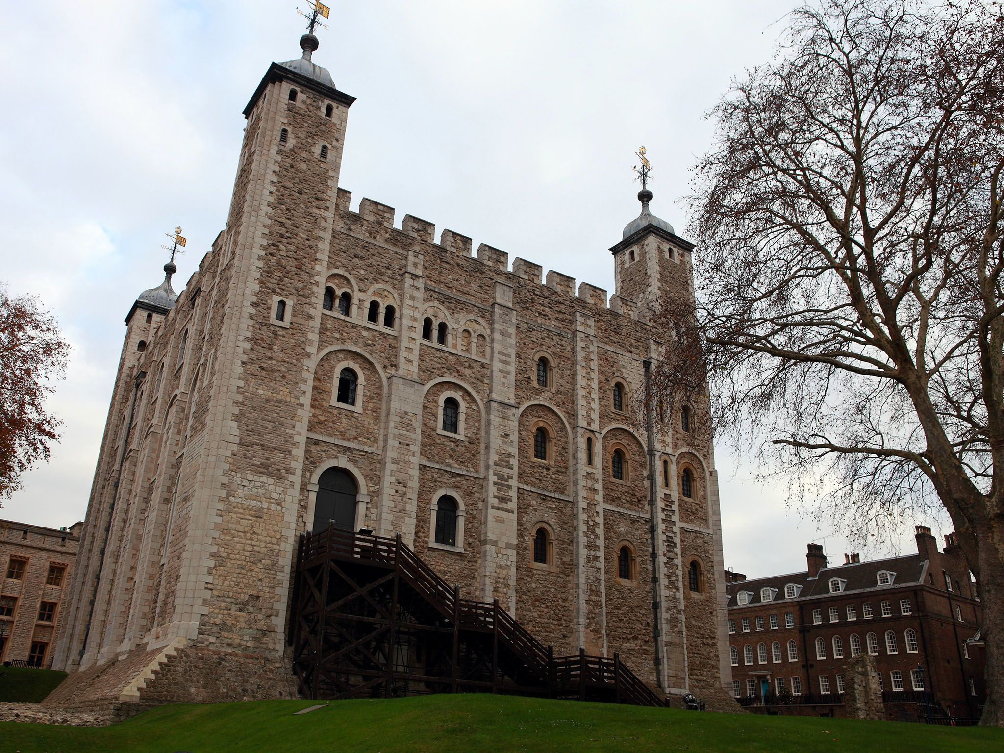 Tower of London, the White Tower. This image is from Bloody Tales Of Europe. [Photo of the day - October 2016]