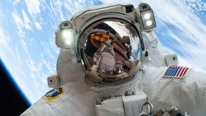 NASA astronaut Mike Hopkins. This... [Photo of the day - 27 OUTUBRO 2016]