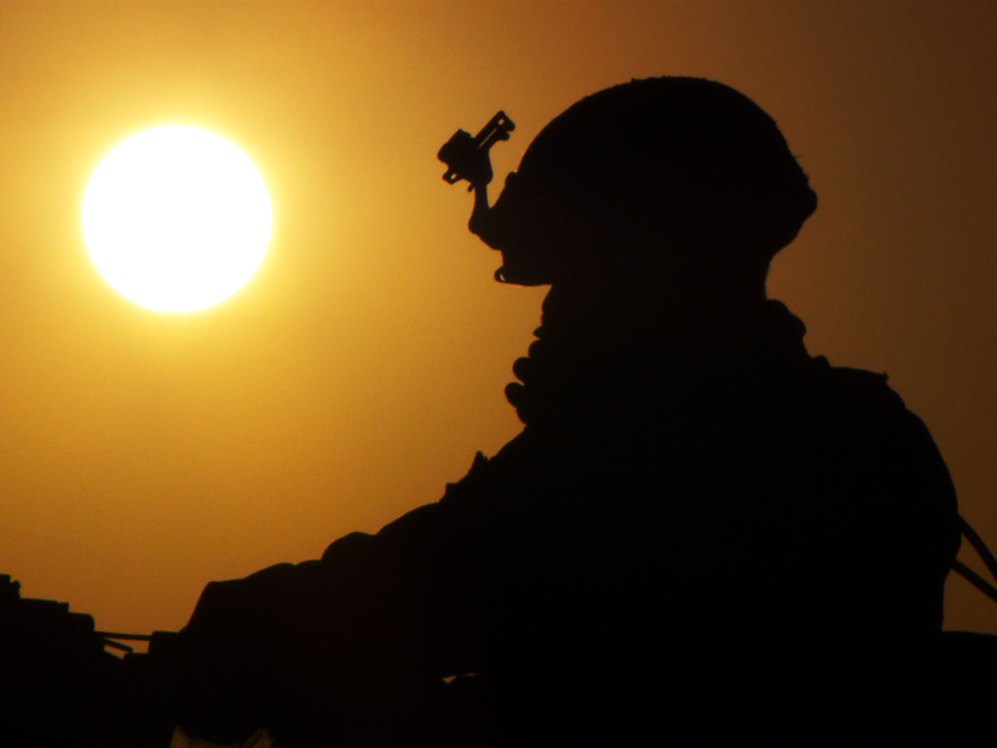 Helmand Province, Afghanistan: A silhouette of a Marine gunner and the sun in Afghanistan. This... [Photo of the day - نوامبر 2016]