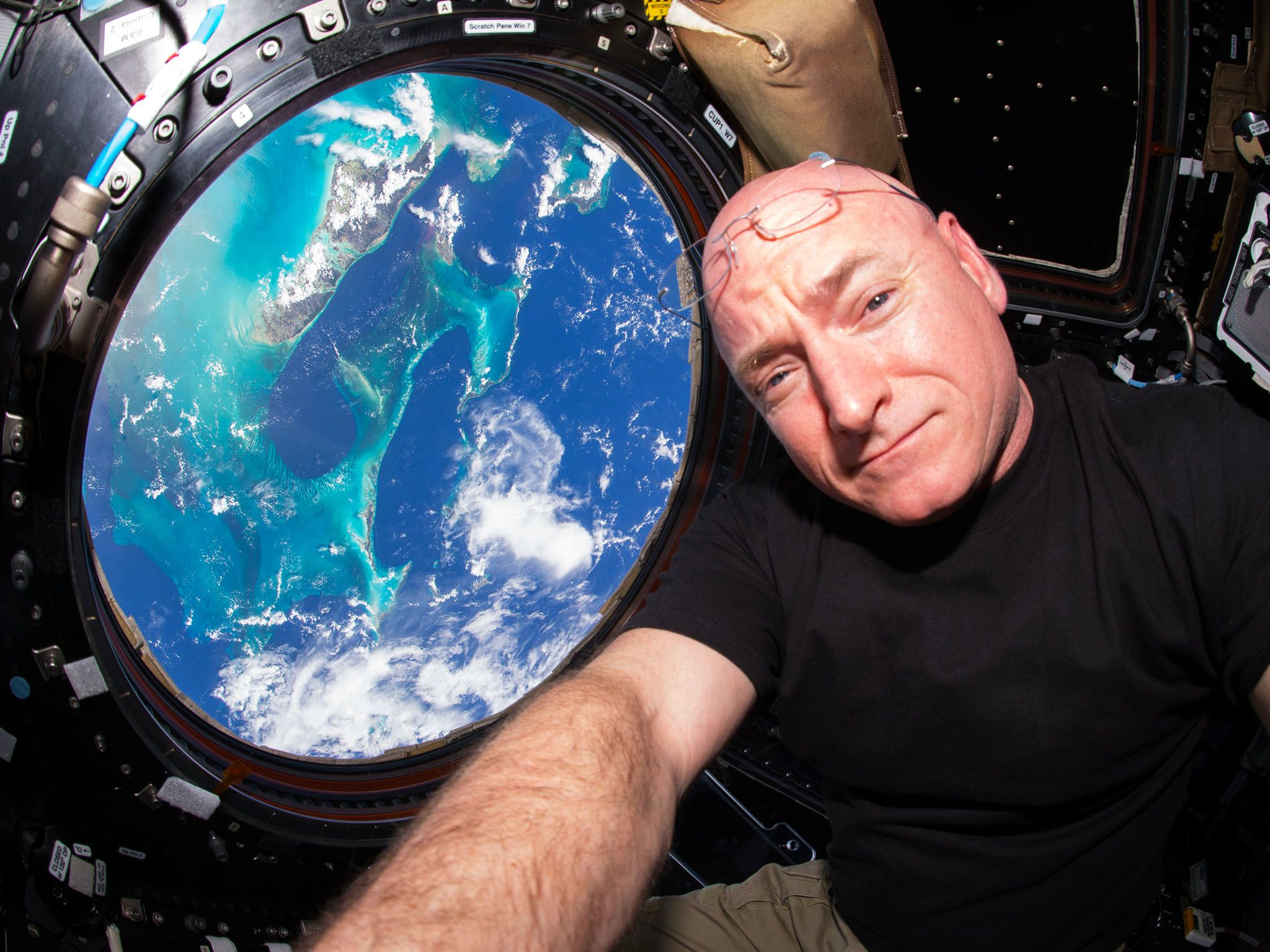 Astronaut Scott Kelly spends a year in space. This image is from A Year in Space. [Photo of the day - November 2016]