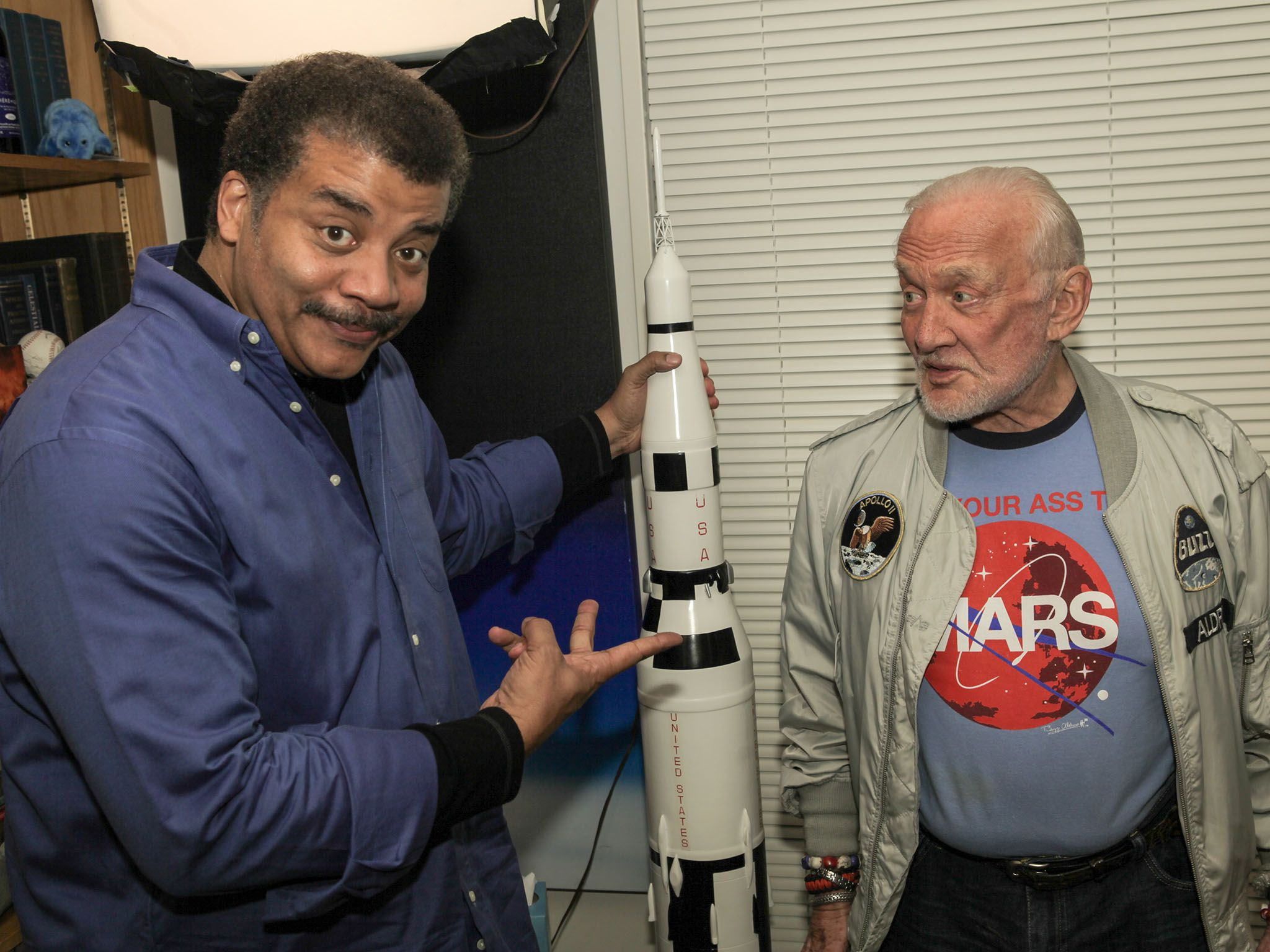 NEW YORK, N.Y.- Neil deGrasse Tyson and Buzz Aldrin in Neil's office at the American Museum of... [Photo of the day - دسامبر 2016]