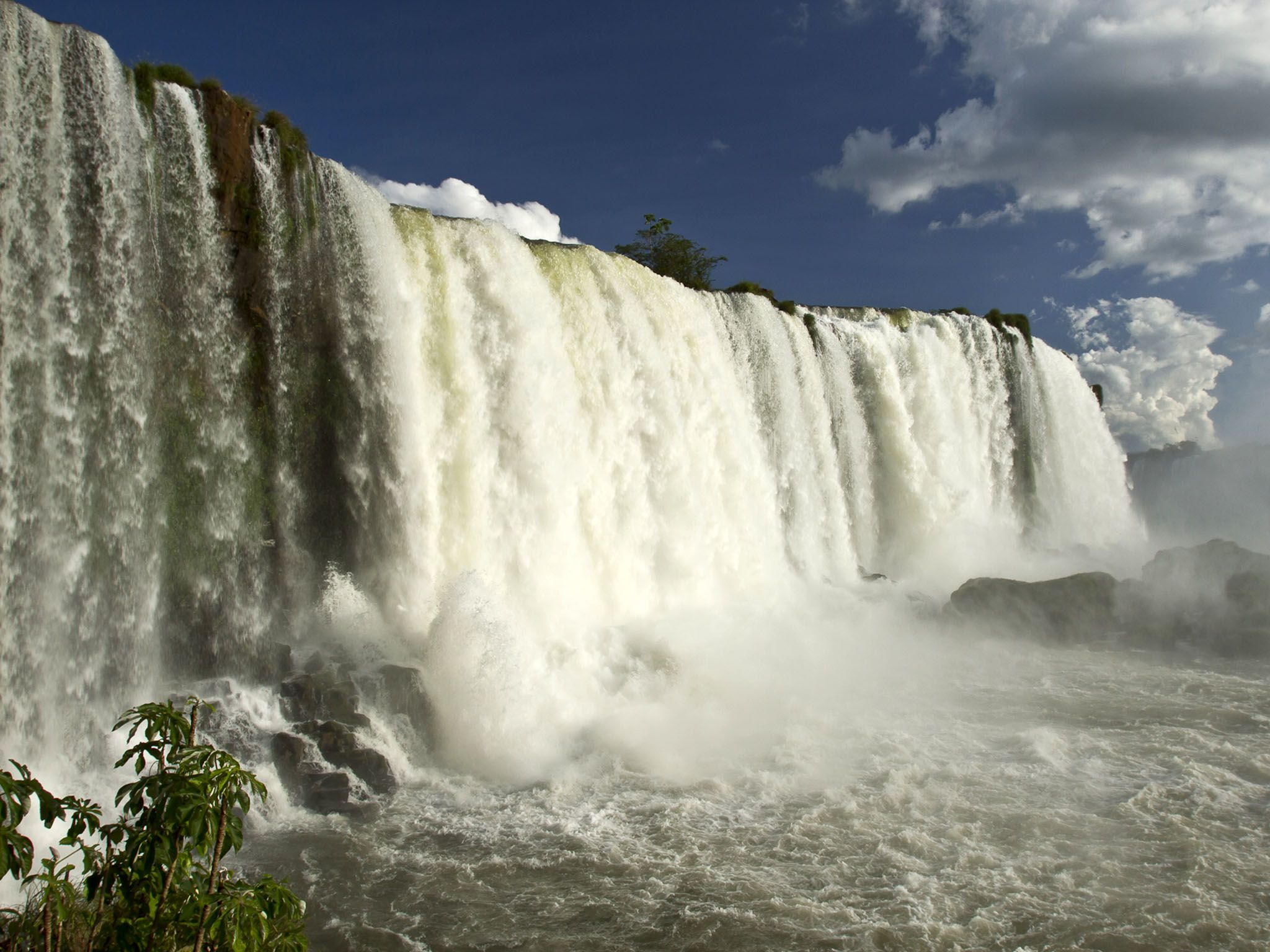 Iguazu Falls. This image is from River in the Sky. [Photo of the day - دسامبر 2016]