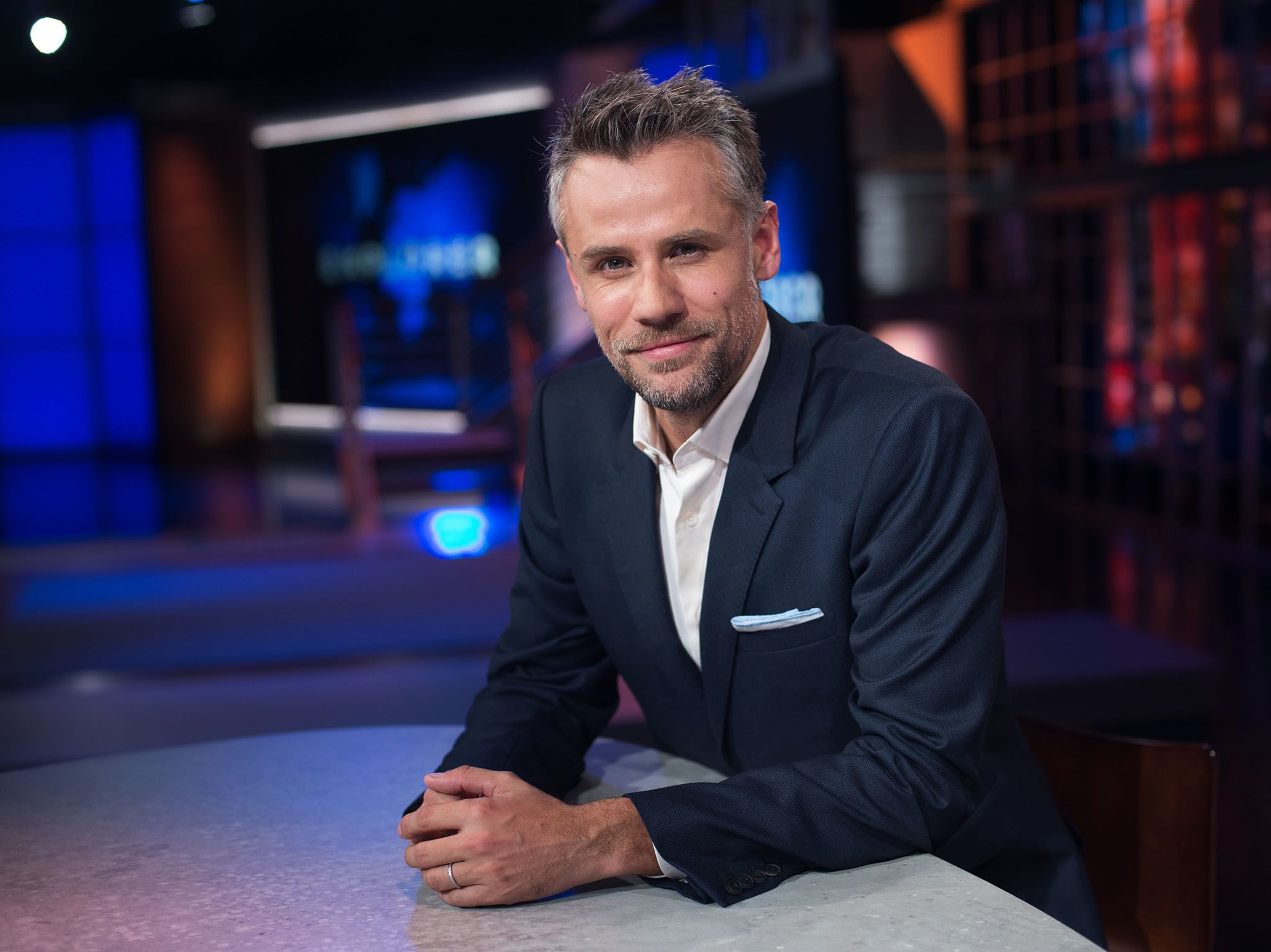 Richard Bacon presentador del programa EXPLORER de National Geographic. [Foto del día - enero 2017]