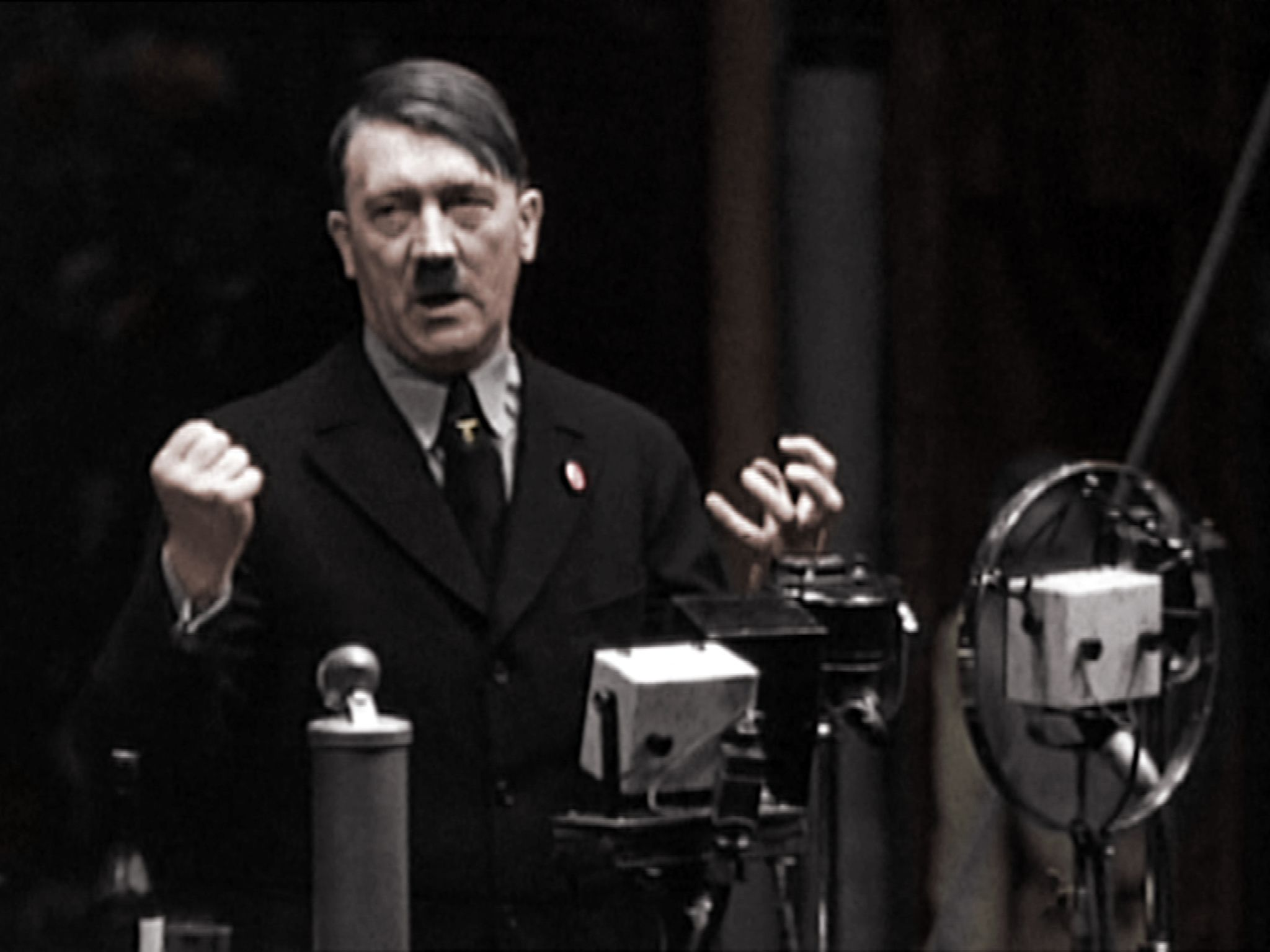 Germany, September, 1933: Adolf Hitler explains he comes from a poor background to workers from... [Photo of the day - 五月 2017]