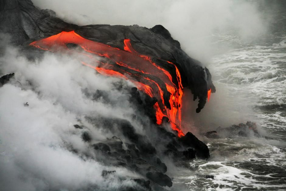 Lava from the eruption of Kilauea drips into the sea near Kalapana, Hawaii. This image is from Mo... [Dagens billede - februar 2012]