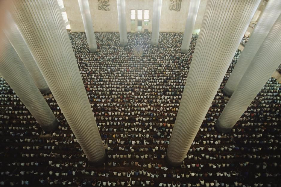 Worshippers in a Mosque in Djakarta. Indonesia. [Photo of the day - July 2011]
