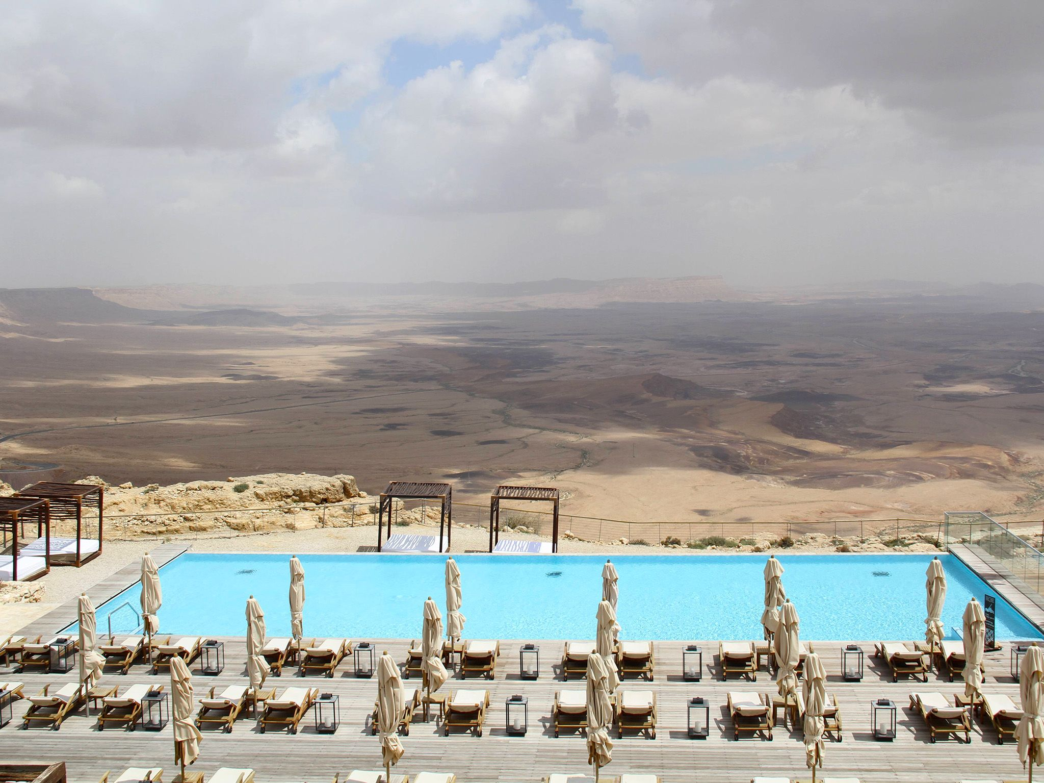 Israel: Outdoor pool at the Beresheet Hotel, located in Israel's Negev Desert. This image is... [Photo of the day - 八月 2017]