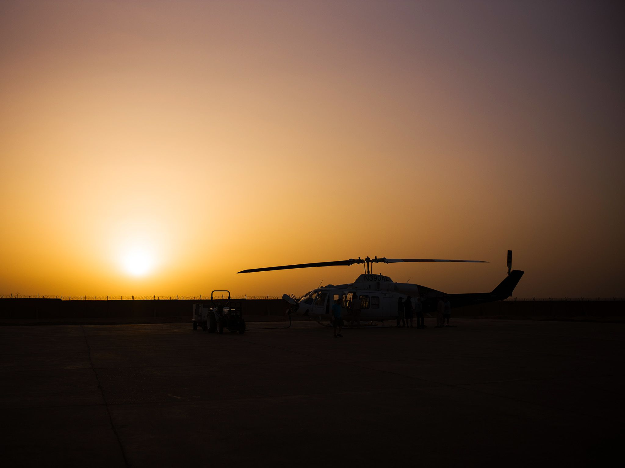 Niger:  A helicopter at sunset.  This image is from Chain of Command. [Photo of the day - 二月 2018]