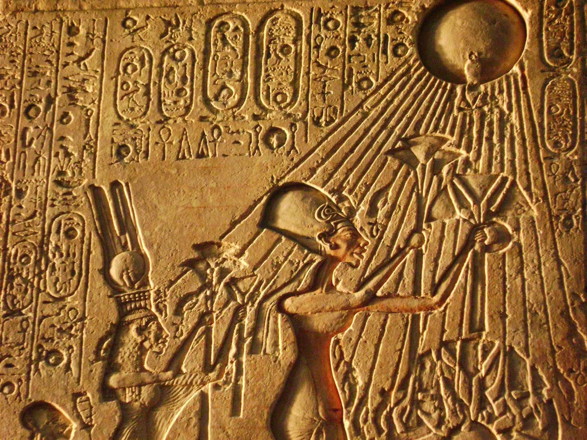 Carving of Akhenaten.  This image is from Tut's Treasures. [Photo of the day - 三月 2018]