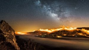 Time-lapse burning hillside with... [Photo of the day - 25 三月 2018]