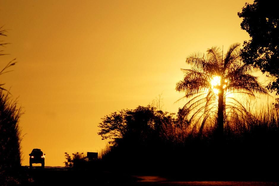 "Sonnenuntergang in Kenia. Dieses Bild stammt aus ""Across The Amazon"". [Foto des Tages - April 2012]"