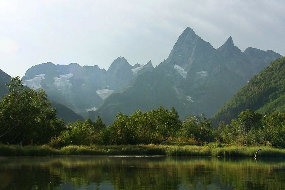 The Caucasian Mountains are a link between Europe and Asia, the highest peaks of this rugged rang... [Foto do dia - Abril 2012]