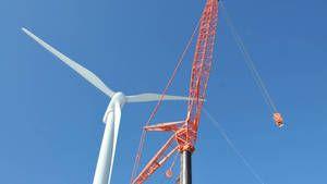 Гигантский ветряк фото