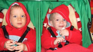 Identical Twins 照片
