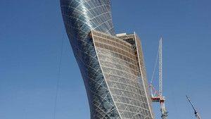 Abu Dhabi ferde tornya fotó