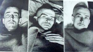 Tropas norte-americanas nos campos de concentração Nazi fotografia