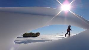 عبور از یخ عکس