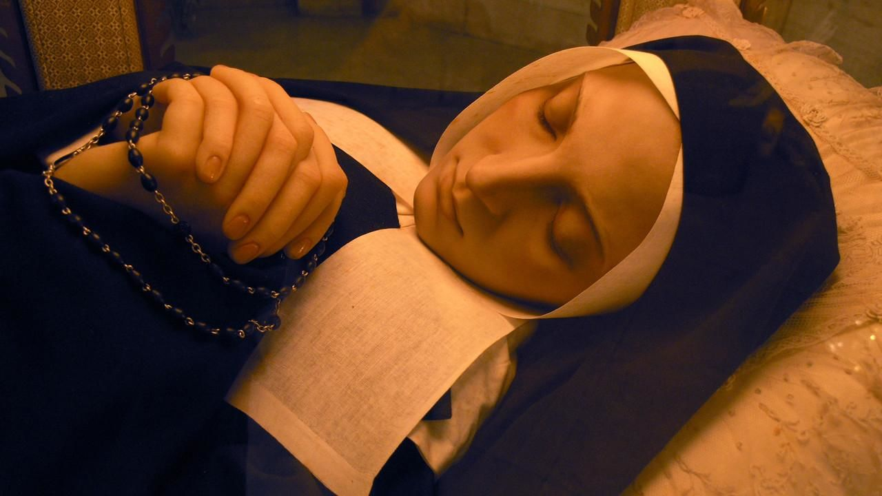 Large picture of saint bernadette soubirous incorrupt body for St bernadette craft show