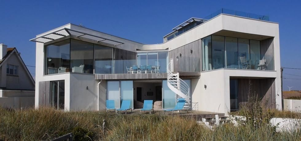 Charlie Luxton's Homes by the Sea