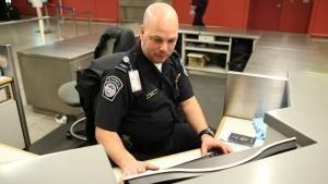 القبض على المهربين: مطار جون إف كينيدي