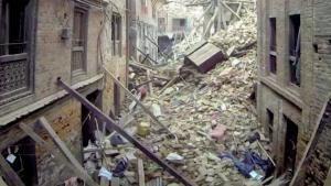 Le testimonianze del terremoto in Nepal foto